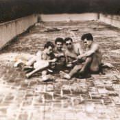 На крыше казармы в Торренсе