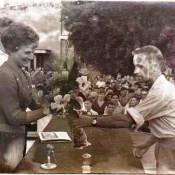 «Солдаты нашего полка вручают цветы Валентине Терешковой»