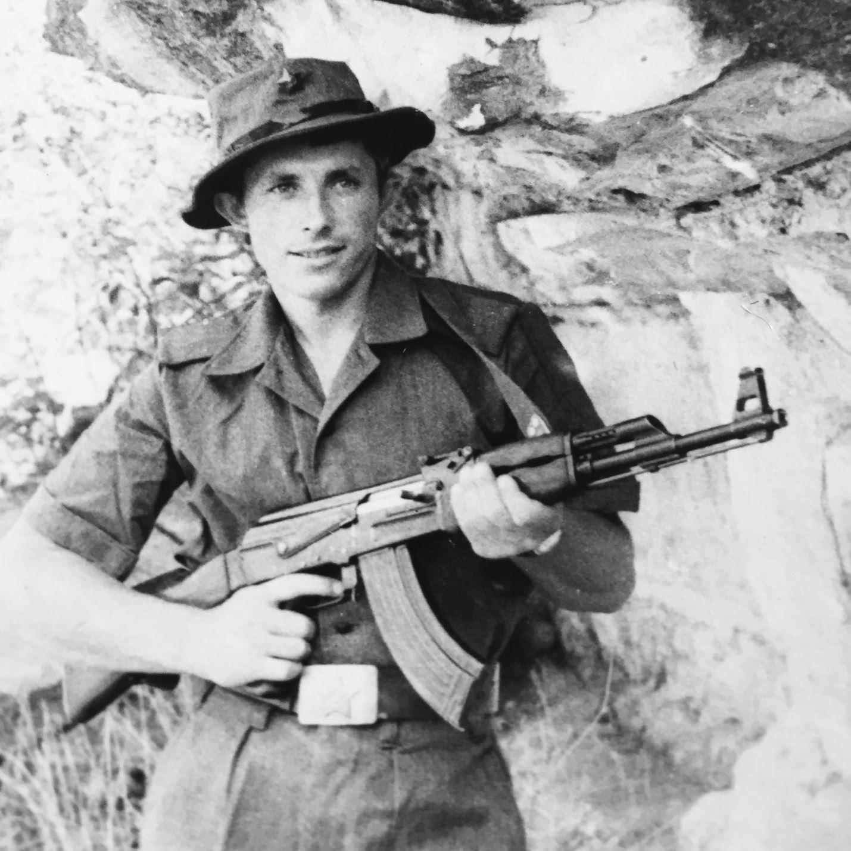 «Владимир Мурсанов - третья рота второго батальона - нарушает приказ командования надевать советскую военную форму »