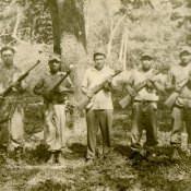 Кубинцы с автоматами ППШ и советский солдат - крайний слева.
