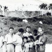 Барбаков Н.Т третий слева и кубинские мальчишки.