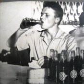 Срочная служба на приёмном узле связи, 1967 год. На снимке Кока-кола, просто необычные бутылки. Фото 2