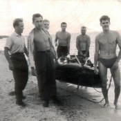 18. Возле резиновой лодки