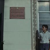 1974. Ярослав Калоус на фоне школы