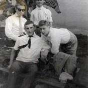 Лимонар. 1963 г. На уровне одном со мной сидит Коля Силенок, армянина, кажется звали, Армен, а парня рядом с Колей, может быть, Вася?