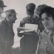 Команданте Рауль Кастро что-то читает...