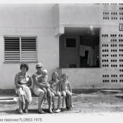 У дома  B/B#2 на лавочке, 1975