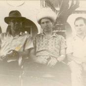 Шарапов Виктор Фролович (в центре), Сероносов Константин (слева) и Пряников Виталий на Кубе. Республика Куба. 1961-1962 гг.
