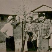 Шарапов Виктор Фролович (в центре), Пушкин Юрий (слева) и Попов Геннадий во время замера земель. Республика Куба. 1961 г.