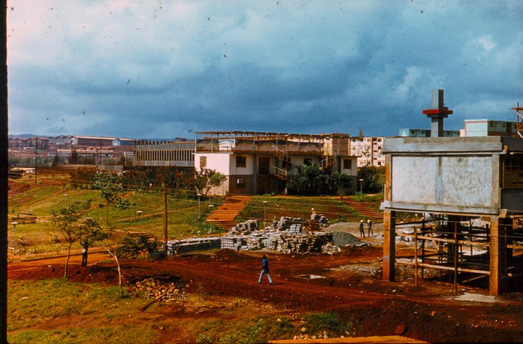 1983-1984. Строящаяся школа в Колорадо напротив 10-го дома и советский кинотеатр (он же садик).