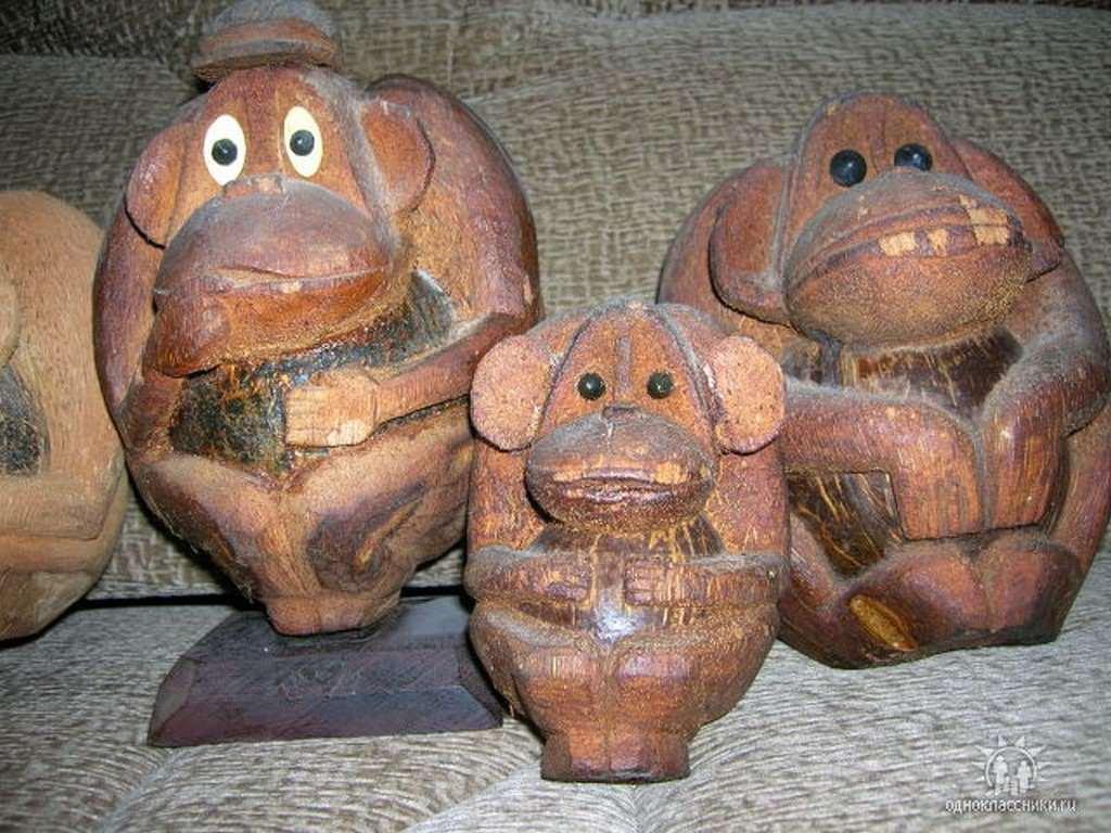 Троица обезьян из кокосов