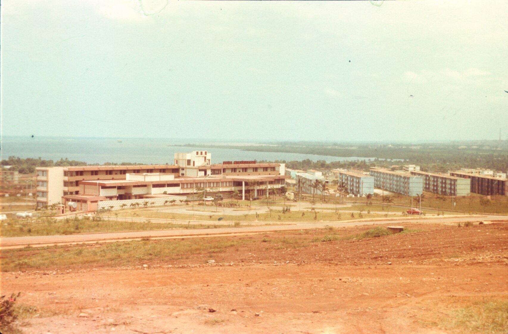 1987. Гостиница Мрафлорес