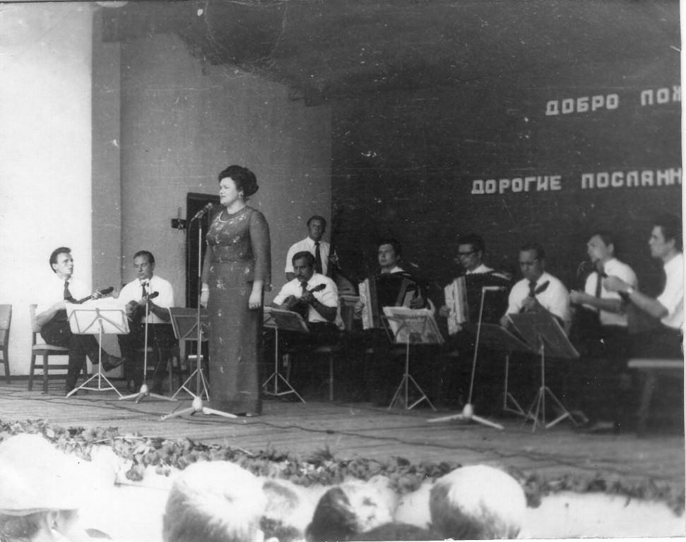 1973. Людмила Зыкина. Концерт в бригаде.
