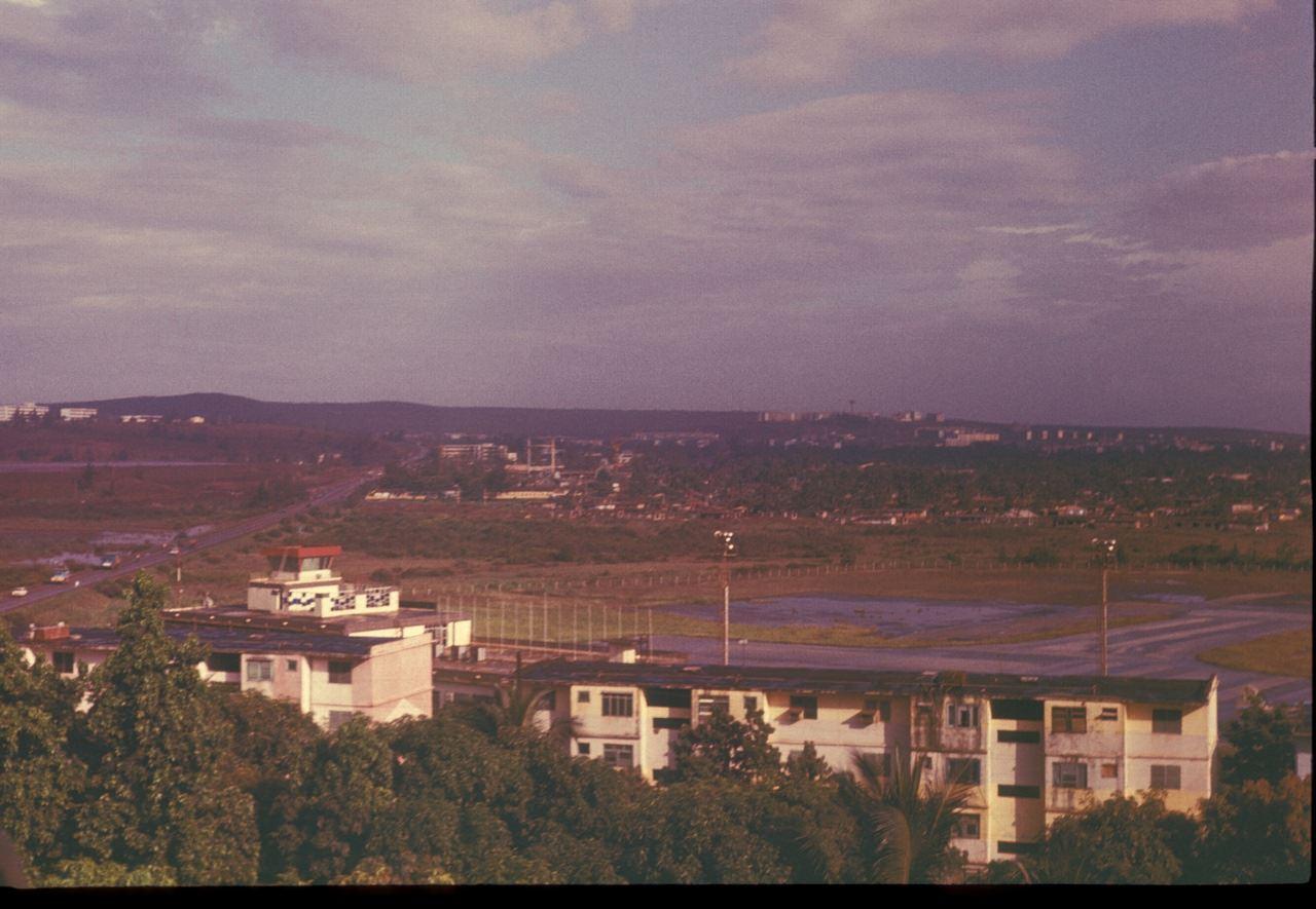 Вид с балкона 4-го этажа 3-го Роло на аэропорт. 1987