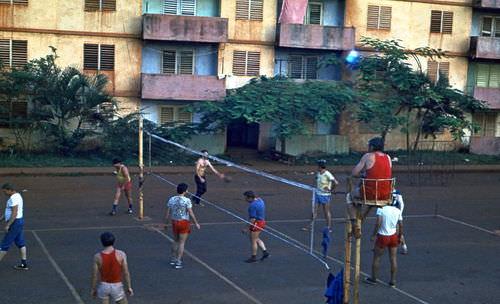 Волейбольная площадка рядом с 10-ым домом