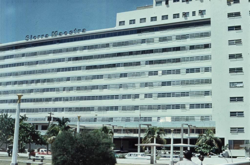 1974. Гостиница  «Сьерра-Маэстра», бывшая «Росита», вид спереди
