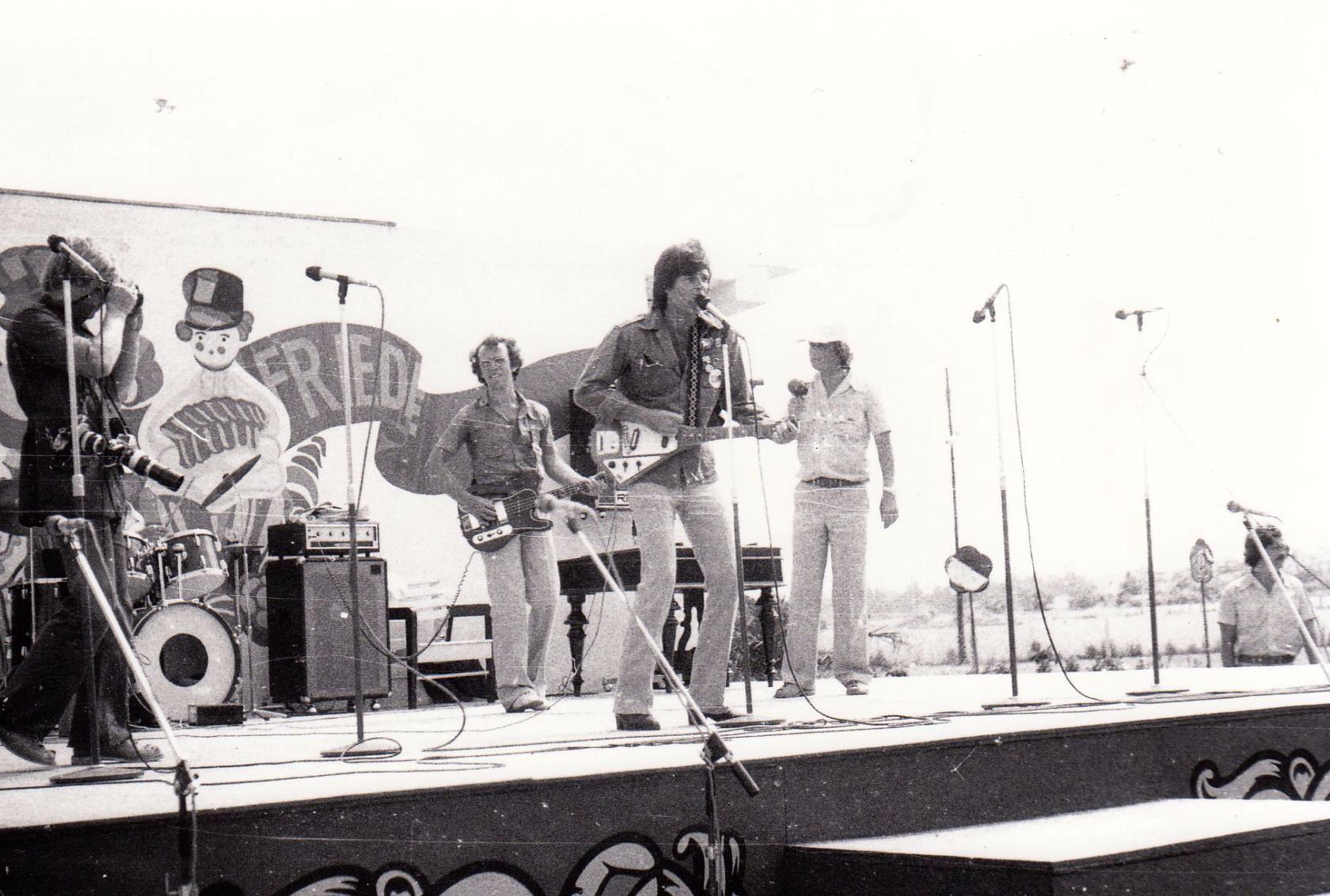 1978. Дин Рид дает небольшой концерт