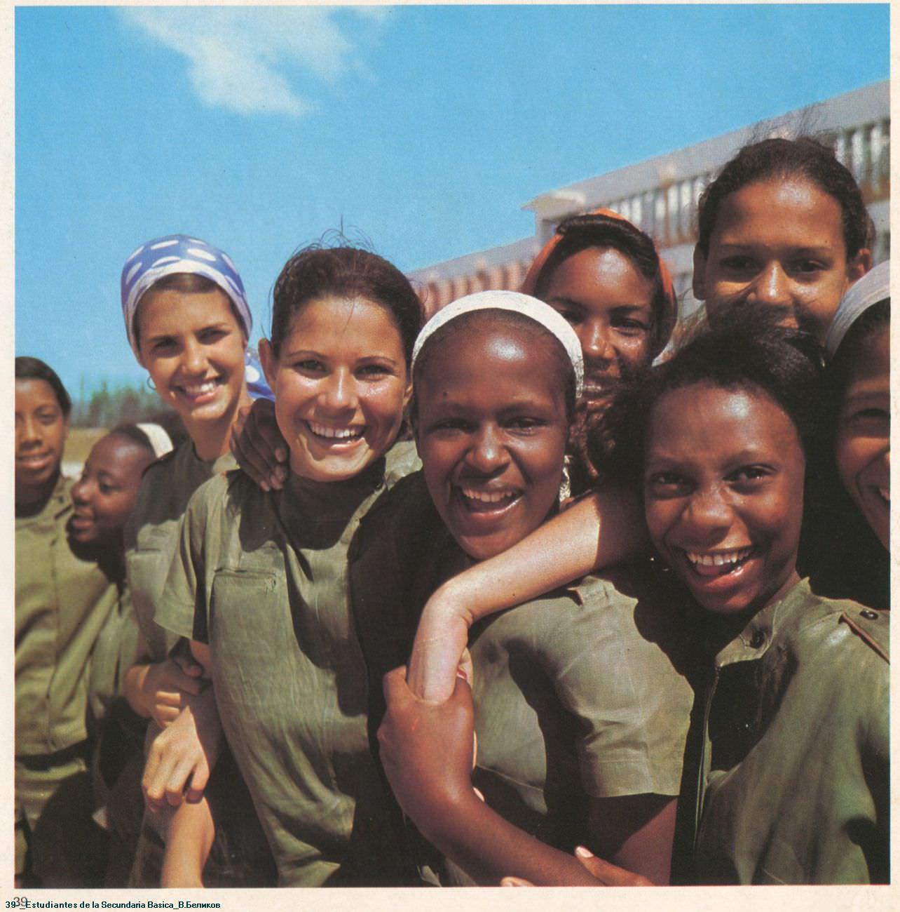 039. Estudiantes de la Secundaria Basica.