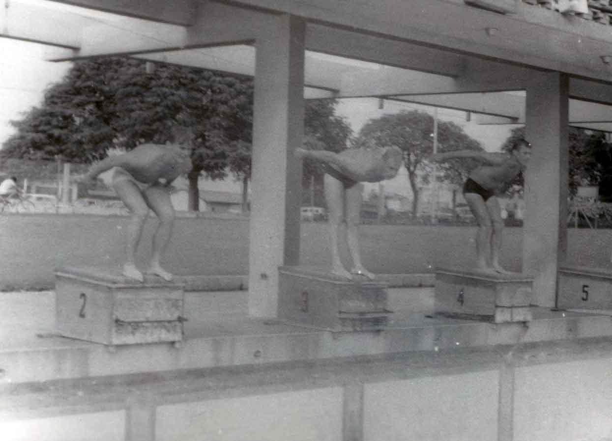 В бассейне в Гаване (так и не найден)