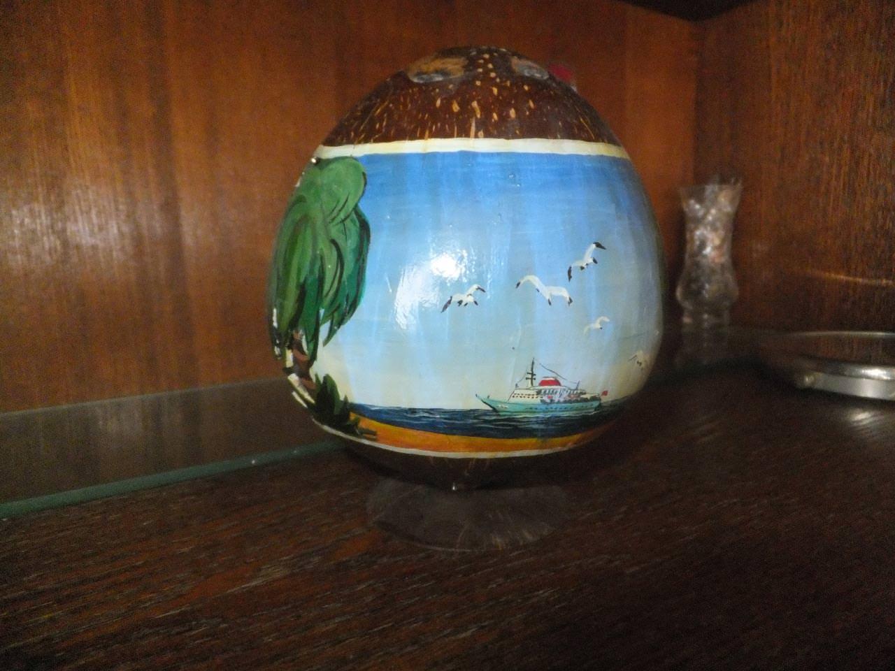 Чаша из кокосового ореха на подставке