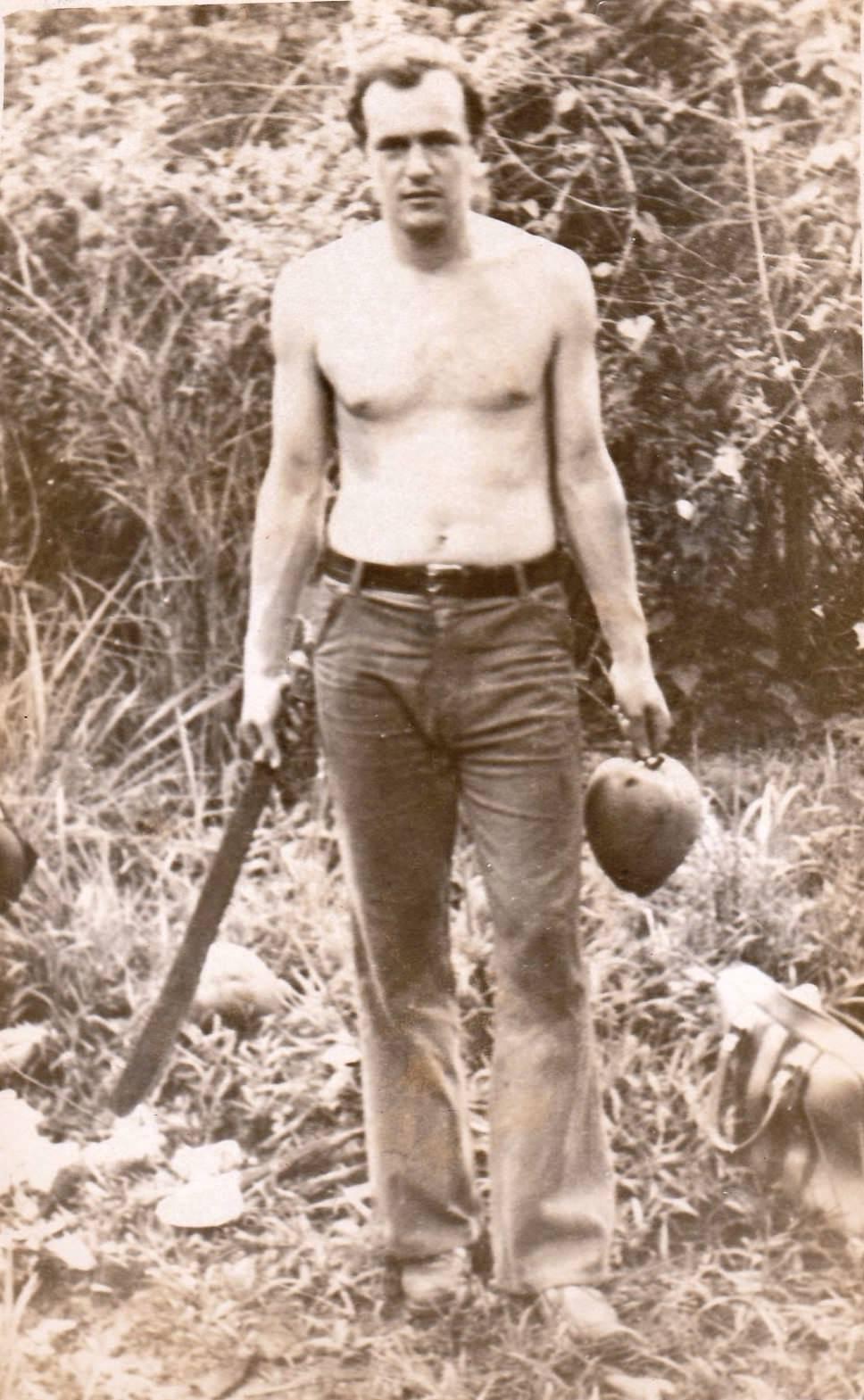 1978-1980. Фото 02. «В соседнем лесу за кокосами».