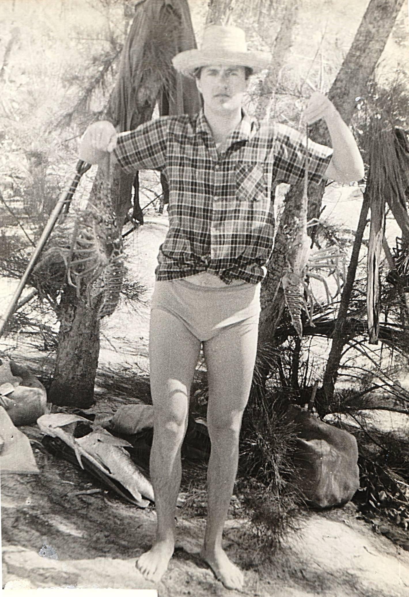 1978-1980. Фото 13. «Если присмотреться, можно увидеть у меня в руках двух лангустов».