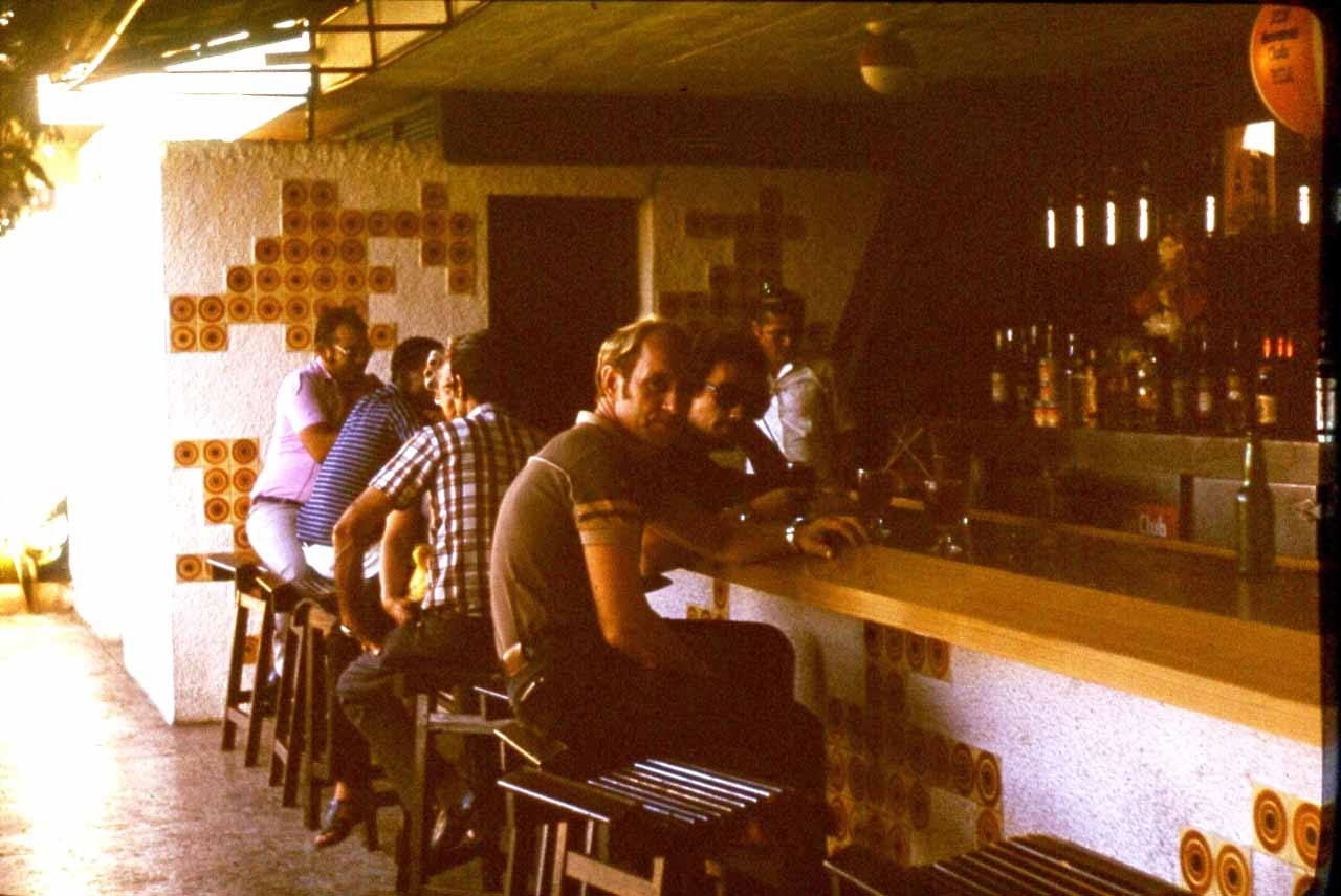 Гуардалавака. 1983-1985. В баре.