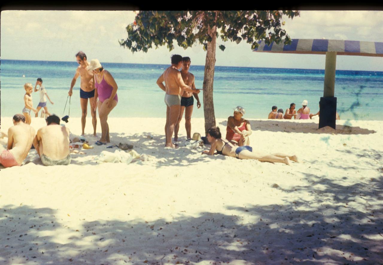 Гуардалавака. 1986. Спецы и их жены. 7