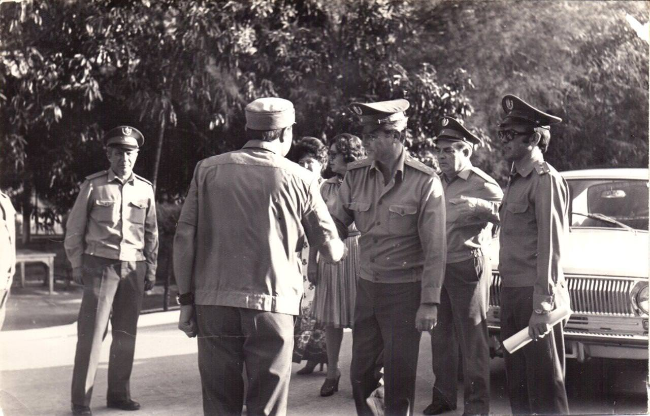 1978-1979. Стоит спиной - комбриг Б.М. Гавриков. Крайний справа - полковник Гоголев. Крайний слева - генерал-майор Белов, второй справа - С.Г. Кривоплясов