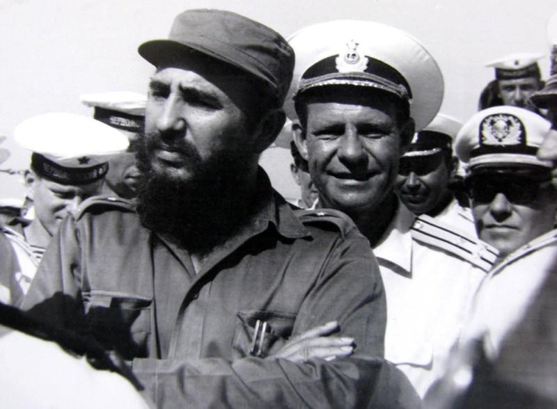 1969-07-20. Фидель Кастро на борту крейсера «Грозный»