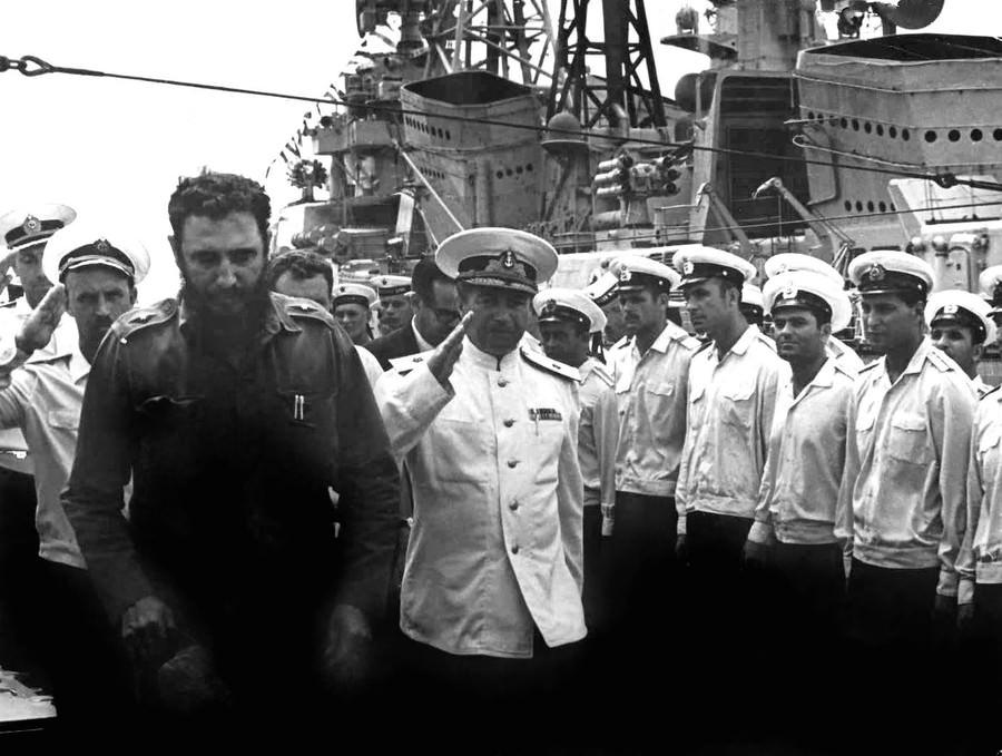 1969-07-20. Фидель Кастро на крейсере «Грозный»