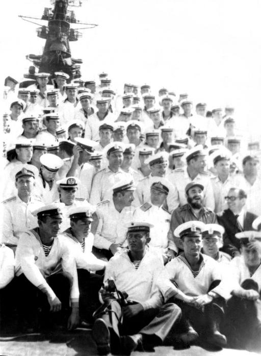 1969-07-20. Фидель с командой крейсера «Грозный»