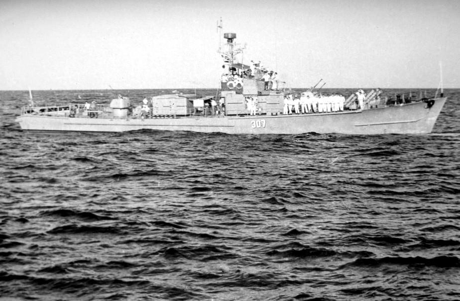 1969-07-20. Мексиканский залив. Провожающий корабль Кубы