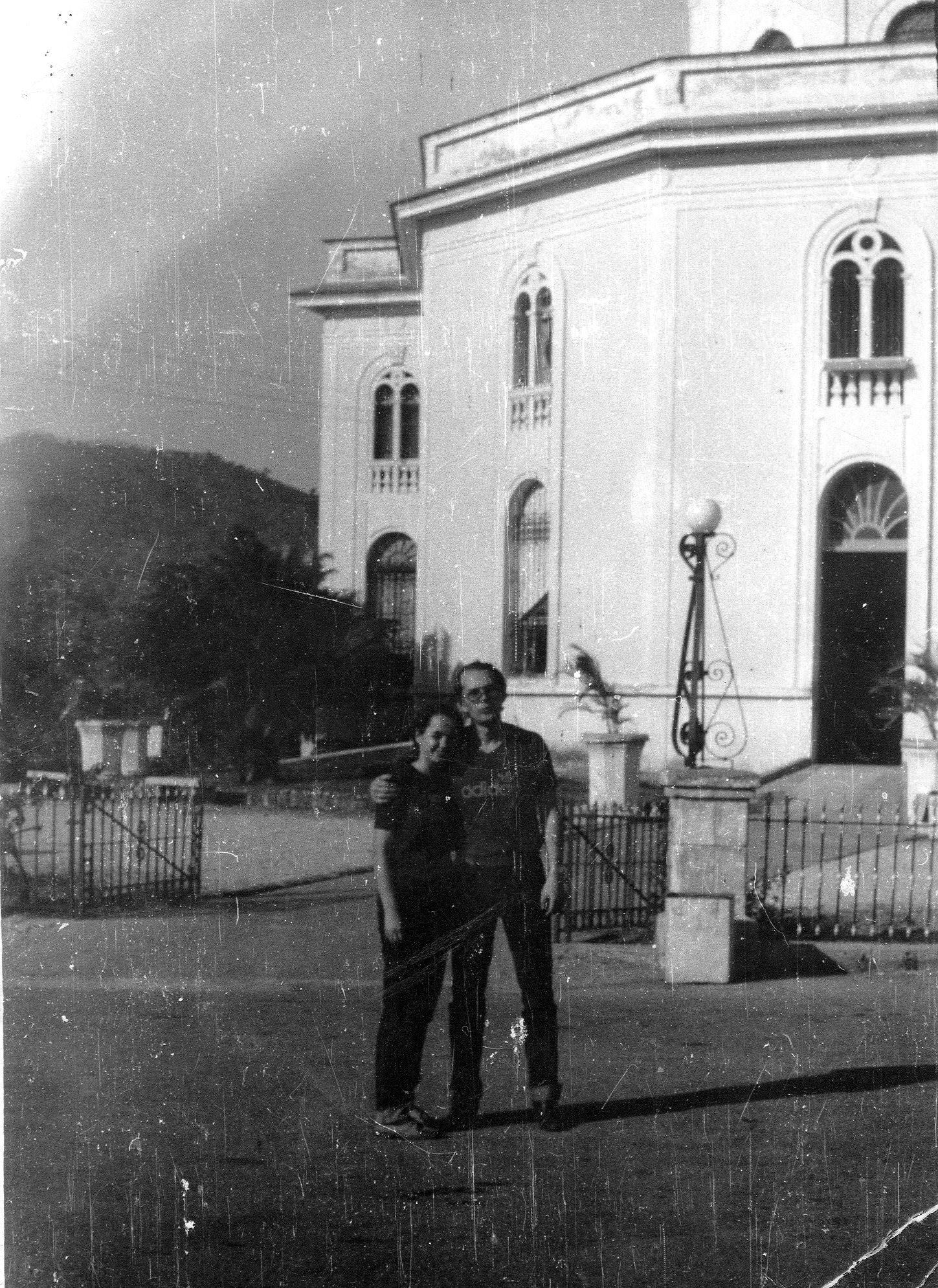 1982-1984. Фото 17. Март 1983. В день бракосочетания (Анатолия и Инны) у католического собора в Сантьяго-де-Куба.