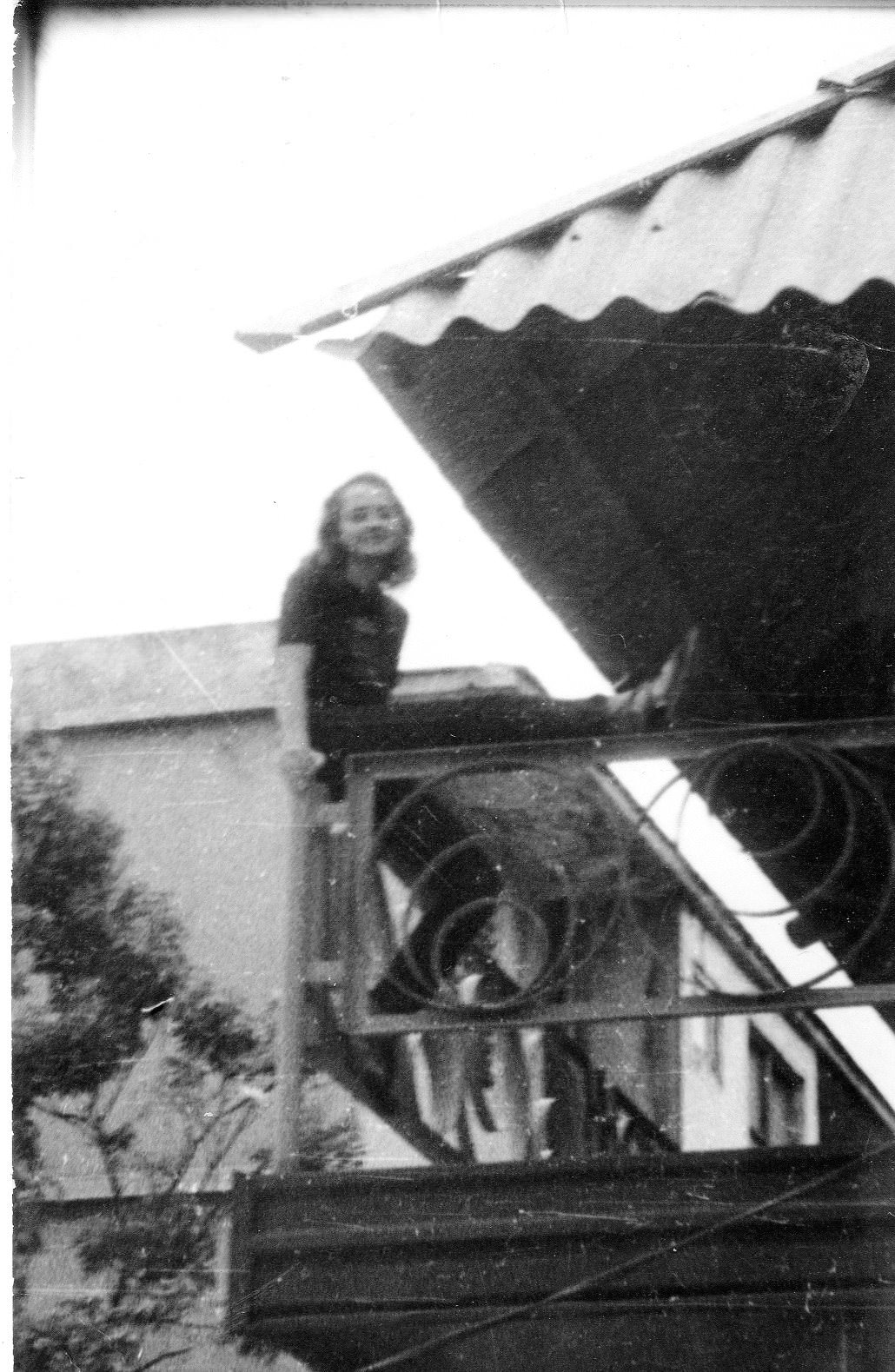 1982-1984. Инна Леонова на балконе шахматного клуба в Роло.