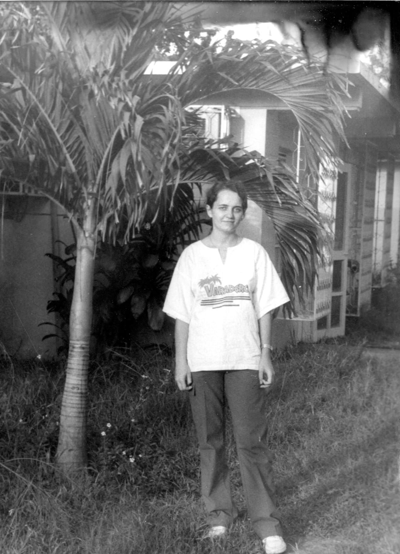 1986-09-10. Инна Леонова в Генеральном консульстве Моа