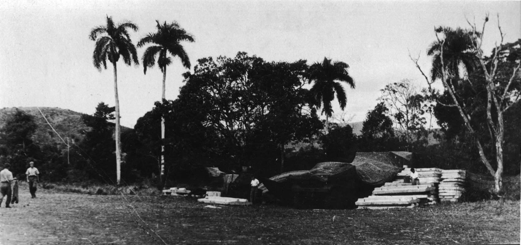 14. Стартовая установка на технической позиции под масксетью.