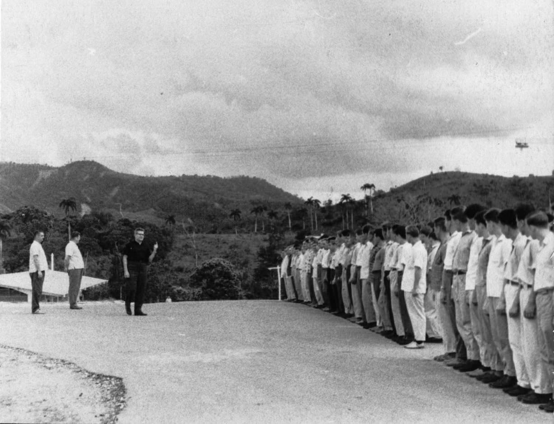 64. Июнь 1964, передача техники кубинцам