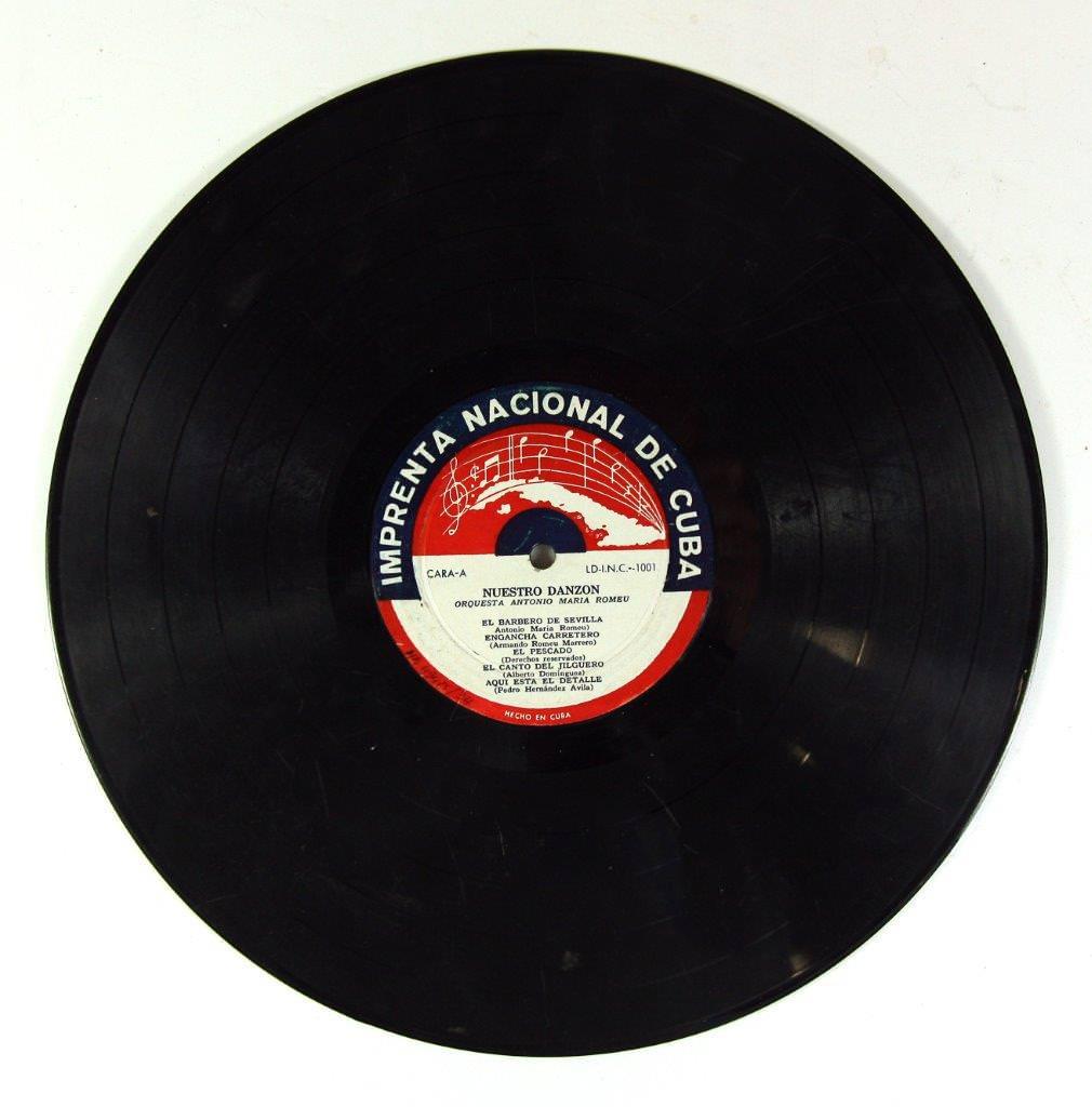 57. Грампластинка. Оркестр Антонио Мария Роме «Наш дансон». 1960-е гг. Лицевая сторона.