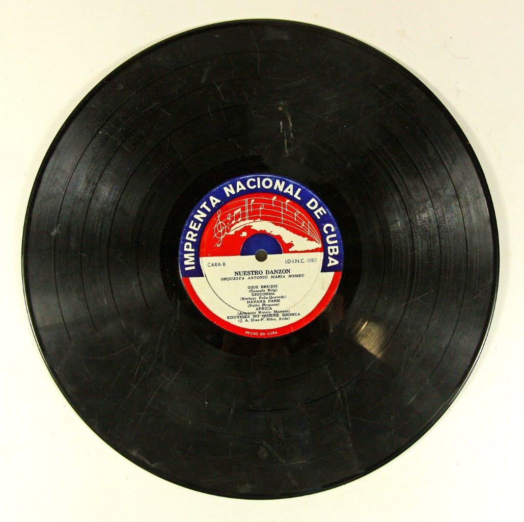 58. Грампластинка. Оркестр Антонио Мария Роме «Наш дансон». 1960-е гг. Оборотная сторона.