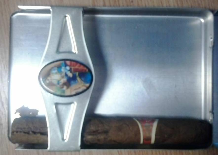 148. 1991. Коробка из-под сигар «Ромео и Джульетта» с одной сохранившеся сигарой.
