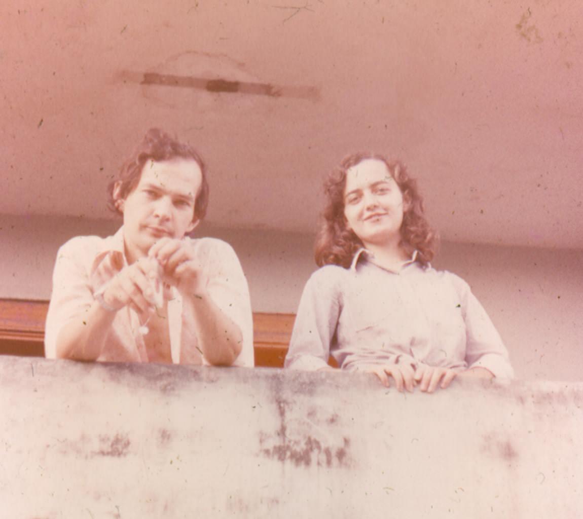 1982-1984. Анатолий и Инна Леонова на балконе своей квартиры.