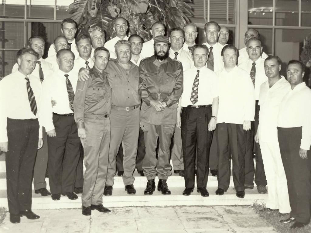 1972-1975. Фидель Кастро с группой советских советников