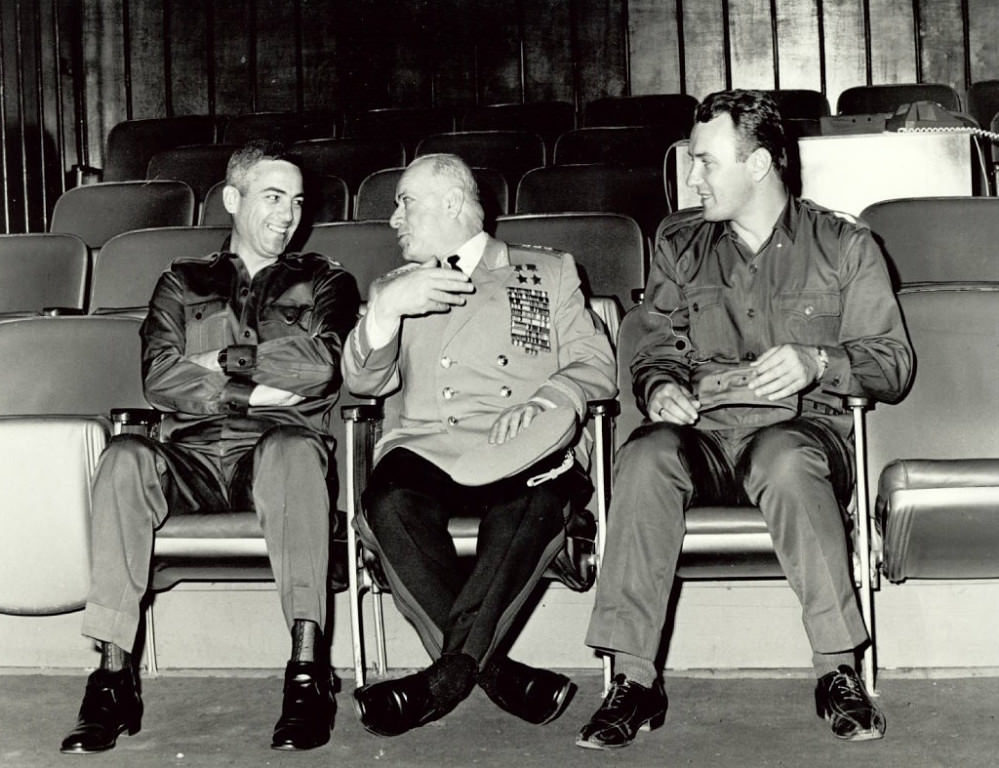 1972-1974. НГШ Сенен Касас, генерал Д.А. Драгунский, переводчик Е. Морозов.