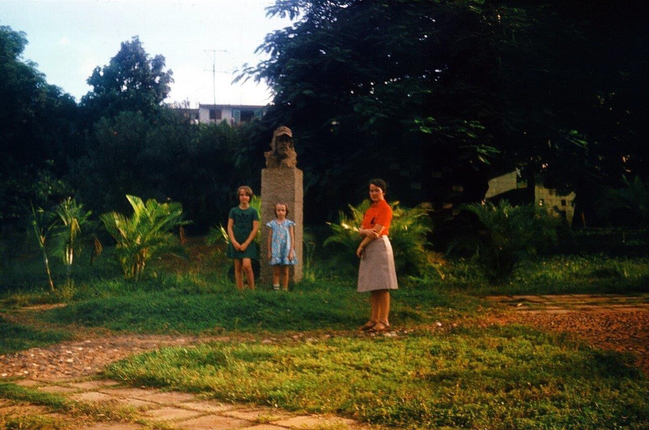 1983, рядом с памятником Роло Монтерею