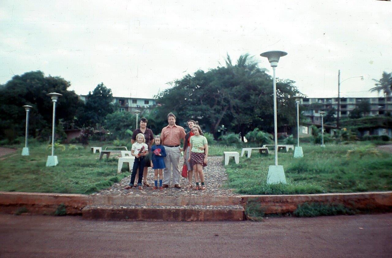 1983, вдоль дороги