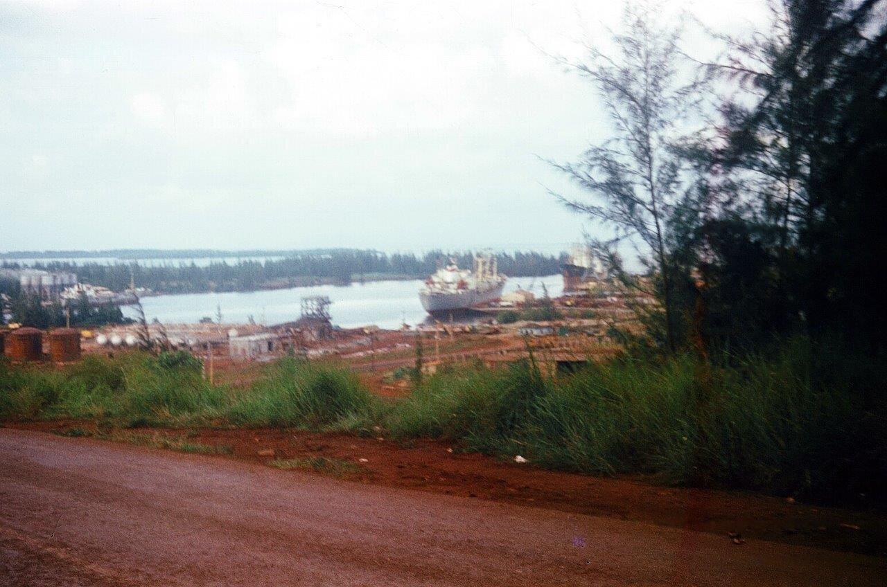 1983, вид с дороги на порт