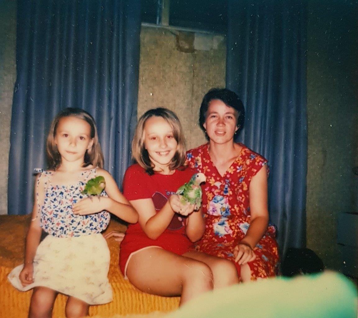 1984-1985, Наташа и Таня Тарасенко с попугаями