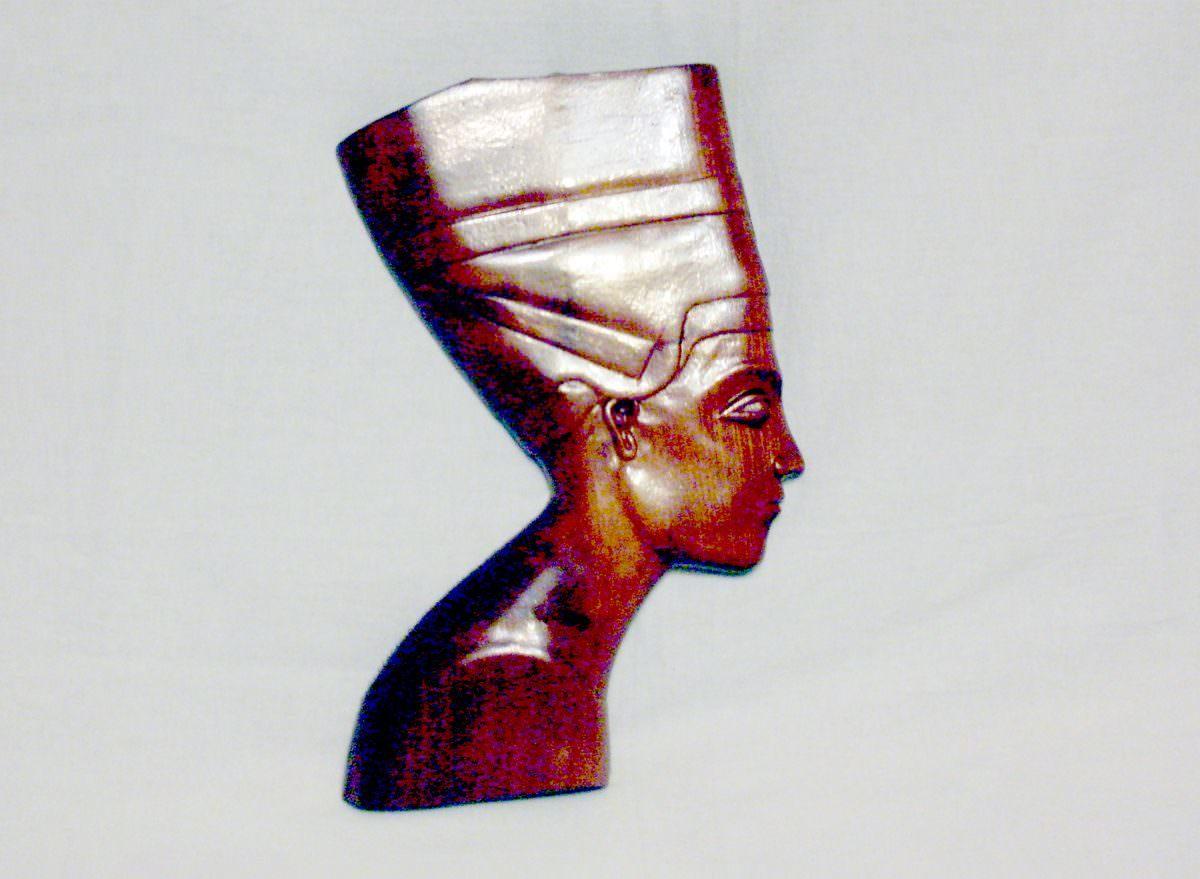 Маска Нефертити из дерева
