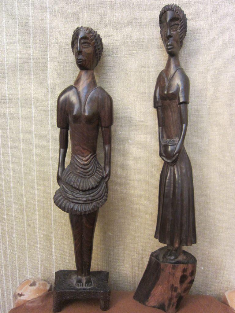 Женские статуэтки из дерева